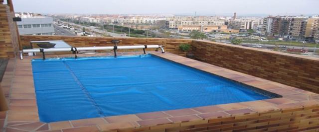 Evitar los efectos del cloro en las piscinas tecnopool - Cloro en piscinas ...